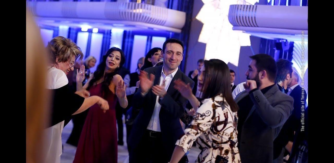 Ինչպե՞ս է քաղաքապետ Հայկ Մարությանը պարում թատերականների հետ