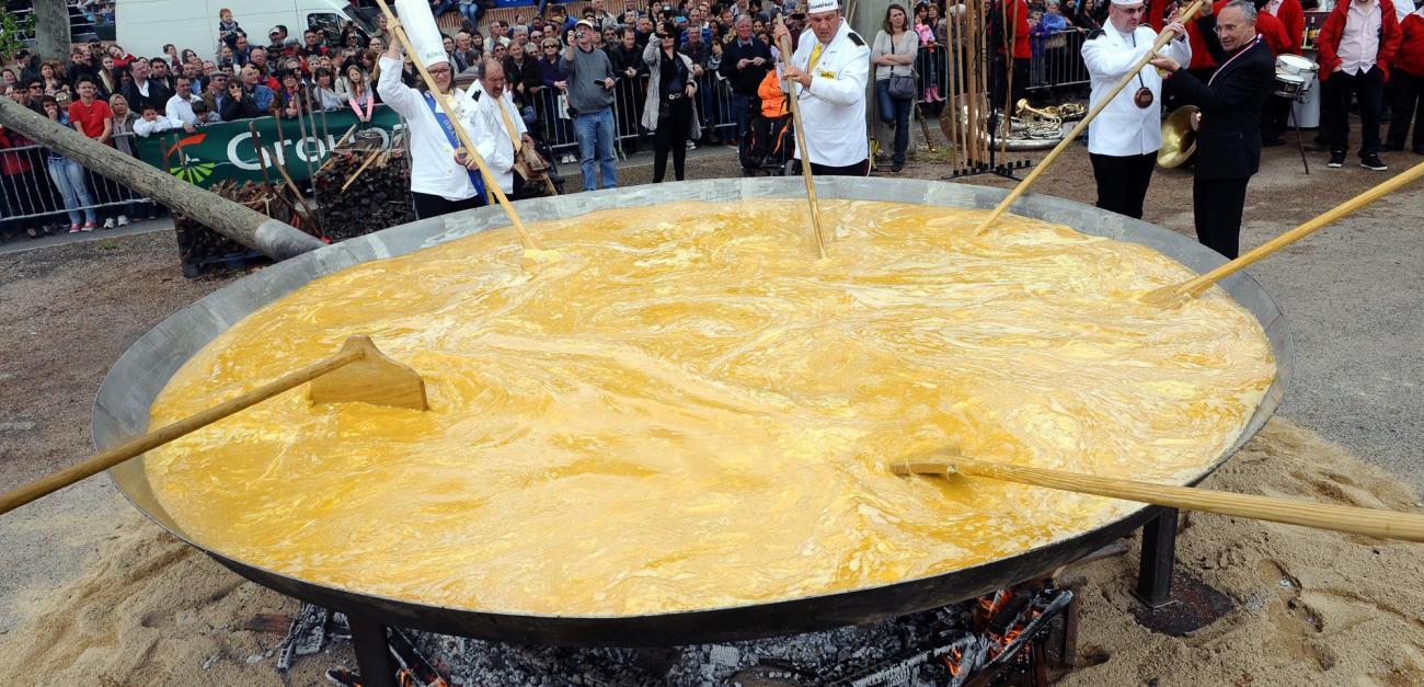 15․000 ձվով ձվաձեղ․ Այսքան ձվով են պատրաստում ձվաձեղ ֆրանսիացիները Սուրբ Զատիկին