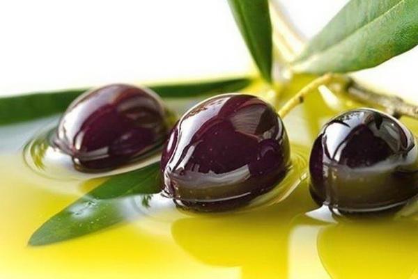 Медики призывают обязательно включать оливки в рацион