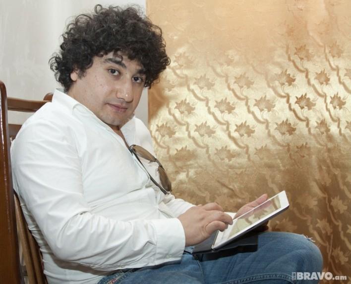 Սկանդալ հայկական շոուբիզնեսում. համացանցում է հայտնվել Հովհաննես Ազոյանի՝ ամբողջովին մերկ նկարը (ֆոտո՝ մեծերի համար)
