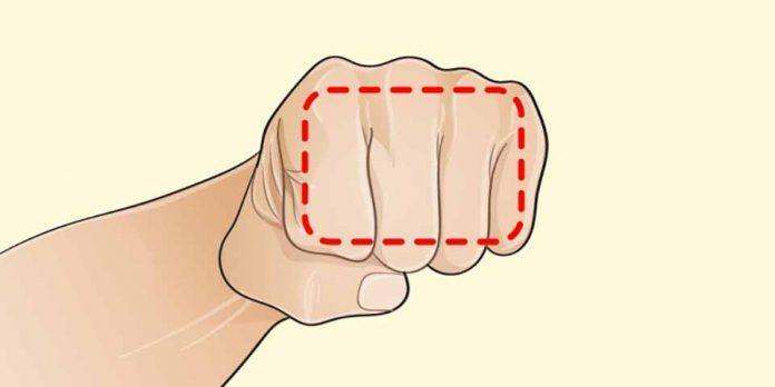 Если вы не можете похудеть, помогите себе — кулаком! Сначала это кажется невероятным, но это действительно работает!