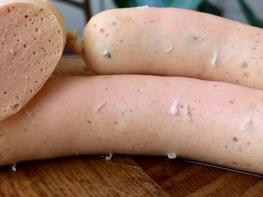 Տնային պայմաններում պատրաստված հավի կրծքամսով նրբերշիկների բաղադրատոմս