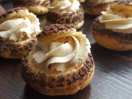Այս թխվածքաբլիթների միայն տեսքը գերում է բոլորին, եփած կրեմով շատ համեղ և օրգինալ բաղադրատոմս