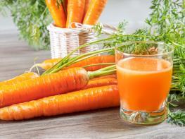 Համեղ և օգտակար գազարով հյութի բաղադրատոմս, որը կարող եք պատրաստել տնային պայմաններում
