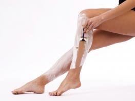 Հատուկ կանանց համար․ Ինչպես է պետք ճիշտ սափրել ոտքերը