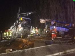 Ողբերգական ավտովթար. դպրոցական ավտոբուսը բախվել է գնացքին. մահացել է 4 երեխա (տեսանյութ)
