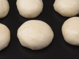 Ունիվերսալ խմորի բաղադրատոմս, որը կօգնի ձեզ պատրաստել տարբեր տեսակի թխվածքներ շատ մատչելի բաղադրատոմսերից