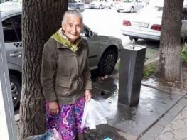 Ինչպես է գումար աշխատում բոլորիս հայտնի տատիկը… Լուսանկար