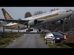 Ուժգին քամու պատճառով ինքնաթիռը որոշեց վայրէջք կատարել. այս տեսանյութը շոկի ենթարկեց ողջ աշխարհը