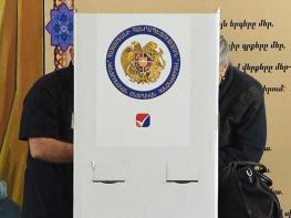 Առեղծվածային դուռ քվեախցիկի հետևում. Երևանի ընտրություններում 9:30-ի դրությամբ գրանցվել է 97 խախտում, 3 միջադեպ